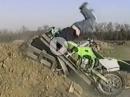 Motocross Crash: Wenn vorm Sprung die Rampe bricht, fliegt Selbige dir ins Gesicht