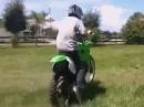 Motocross Crash: Zuviel Zweitakter auf einmal - der keilt mächtig aus