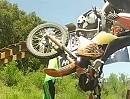 Motocross Crashes auf der Wippe: Wers nicht kann schluckt Wasser :-)