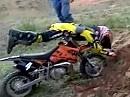 Motocross Kid Crash - das wird ein Großer: fällt hin, steht auf, fällt hin ...