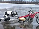 Motocross on Ice - Honda CRF450 auf zu dünnem Eis - Funny Crash Brrrrr