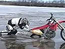 Motocross on Ice - Honda CRF450 auf zu dünnem Eis - Funny Crash Brrrrr