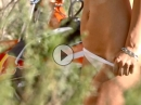 Motocross Pin-Up Tara Sugimoto, irgendwo steht auch ne KTM rum ...