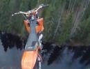 Motocross Sprung onboard: 40m hoch mit Fallschirm ins Wasser - abgedreht