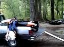 Motocrosser schnell und fachgerecht verladen! Beim nächsten Mal rechtzeitig bremsen!