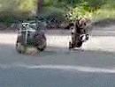 Motorrad Abflug: Kuck mal ich kann auf dem Motorrad stehen - beim nächsten Mal