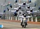 Motorrad Akrobatik in Perfektion. Stuntriding auf Indisch