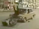Motorrad Auffahrunfall: Pennender Autofahrer räumt Motorradfahrer ab.