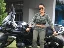 Motorrad aufstellen! Frauenpower! So geht das! Kuh wuchten