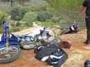 Motorrad Bowling Crash: Vollidiot räumt drei Motorräder ab, weil er mit der Leistung seiner Kiste nicht klar kommt.