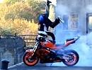 """Russisch Roulette: Motorrad Burnout vorm """"Abgrund"""" - wehe das geht schief"""
