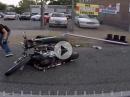 Motorrad Crash - Ampel umgerast und die Kumpels hauen ab! Pfeiffen!