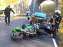 """Motorrad Crash: Auffahrunfall weil bissi """"geschlafen"""""""