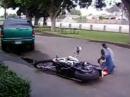 Motorrad Crash: So fällt ein Chef aufs Maul - Coole Sau