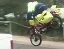Motorrad Crash: Luftpost - der Postbote wird seine Post wieder zu Fuß ausliefern - wetten!