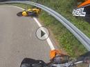 Motorrad Crash: Hinten bremst man nicht ... Crazy Monkeys