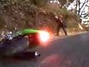 Motorrad Crash: Kurve geschnitten, Kontrolle verloren und ab in den Dreck!