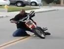Motorrad Crash: Manchmal hat selbst ein Minibike zuviel Leistung dann gehts um.