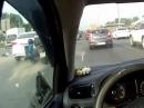 Motorrad Crash Mittelstreifen - Nix gesehen im Rückspiegel, die Cam schon!