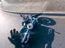 *LMAO* Motorrad Crash: Mutter mahnt Sohn zur Vorsicht .... und räumt ihn ab!