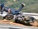 Motorrad Crash Snake. Diesmal glaub ne Ductai Monster drann