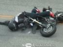 Motorrad Crash Snake: Geht nix über Leder, siehe Schluß