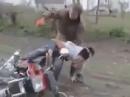 Motorrad Crash: Stellt die Freundin sich arg dumm, ist es mit der Freundschaft rum