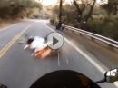 Motorrad Crash: Straße ausgegangen, Hand gebrochen, Motorrad Schrott