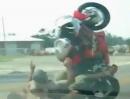 Motorrad Crash: Top 10 der Schmerzen, Peinlichkeiten und Plastikvernichtung
