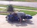 Motorrad Umfaller bein anfahren. Klappt doch schon ganz gut - wird ein Raser ;-)