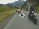 Motorrad Crash Klassiker: Schreckbremsung. Zu dicht aufgefahren, Vordermann weicht aus - Abflug