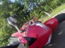 Motorrad Crash: Zu früh am Gas, aufs Brett und Glück dabei