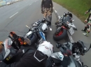 Motorrad Domino: Peinliche Kettenreaktion beim Sturz - aber alle lachen