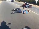 Motorrad Doppel Crash: Die Buben haben ihre Motorräder nachhaltig geschrottet
