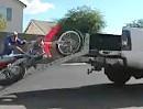 Motorrad - Entlade - Trottel. Es gibt Sachen, die MÜSSEN schief gehen