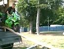 Motorrad entladen - stellt sich die Frage wie es wieder in den Container kommt