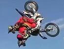 Motorrad Freestyle (FMX): Flip mit 3 Personen!