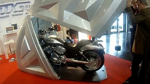 motorrad garage auf der intermot. Black Bedroom Furniture Sets. Home Design Ideas