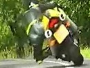 Motorrad Heizer - Nagel bis zum Anschlag im Kopf - liebe Kinder: NICHT nachmachen!