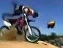 Motorrad-Helm: Aufgabe des Kinnriemens wenn es dich aufs Maul haut!
