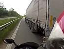 Motorrad Horror Szenario: LKW zieht auf der Autobahn raus!