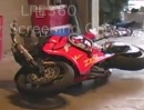 Stoppie-Depp: Motorrad in die Garage Crash .... uuunnnnddd Action