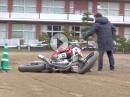 Motorrad Limbo, 52cm Tiefer geht nicht! Ohmori Masatoshi mit den Ohrläppchen