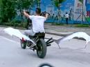 Motorrad mit Flügel *rofl* Red Bull im Tank?!
