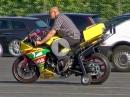Yamaha R1 mit Stützrädern - Motorradfahren mit Handicap