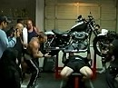 Motorrad Powerlifting - Scot Mendelson Insane Harley Bench Press!
