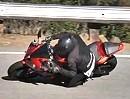 Motorrad Rutscher. Hat jeder schon einmal erlebt - die Nüsse schmerzen danach meist ein wenig.