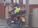 Motorrad Schloss vergessen - da dreht sich halt kein Rad *rofl*