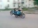 Motorrad Seitenwagen Crash: Highsider via Dreirad - Übermut tut selten gut