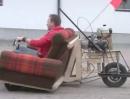 Motorrad Sofa: Mami wenn Du die Couch suchst, die fährt gerade durch den Hof